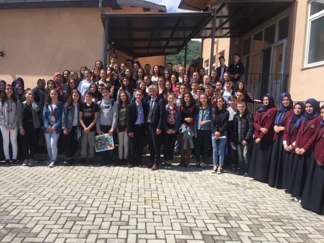 Shkollat fillore fillojnë të vizitojnë Medresenë